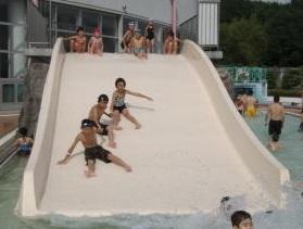 小牧市温水プール 滑り台